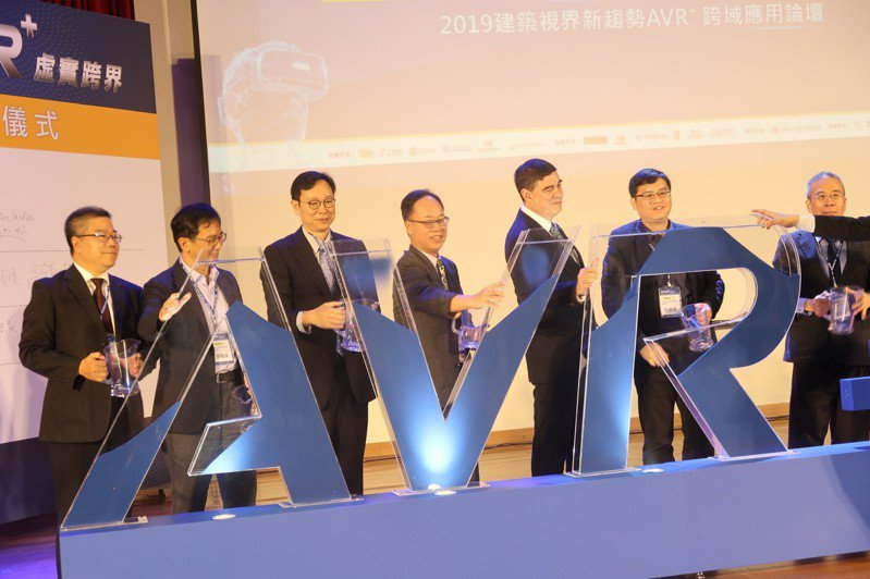 高雄大學、TXI Partners 弈恩智匯簽署MOU合作備忘錄,成立全台大學第1所「AVR+ School」。記者徐如宜/攝影