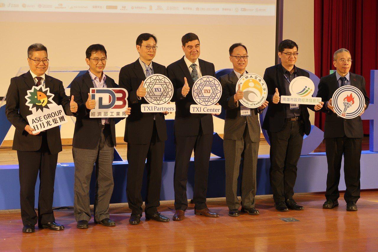 高雄大學、TXI Partners 弈恩智匯簽署MOU合作備忘錄,成立全台大學第...
