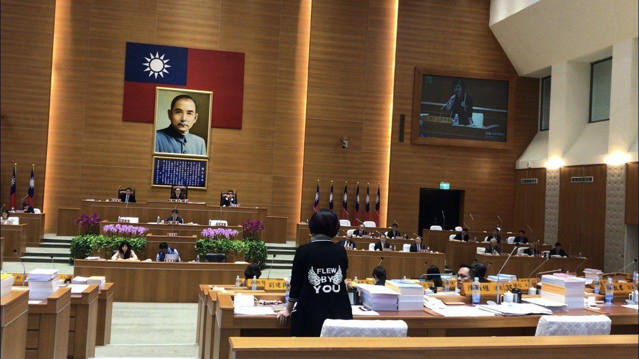 新竹縣議員上官秋燕表示她的質詢時間改為5月14日,昨天本來就不是她質詢,要求余筱...