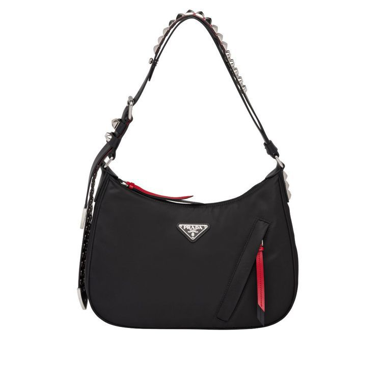 鉚釘裝飾經典尼龍HOBO包,45,000元。圖/Prada提供
