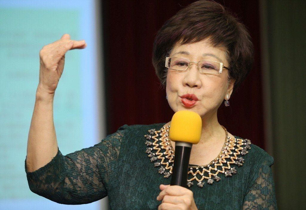台大醫院前副院長王明鉅說,呂副總統昨天的五點意見,擲地有聲,這才是真正的民主進步...