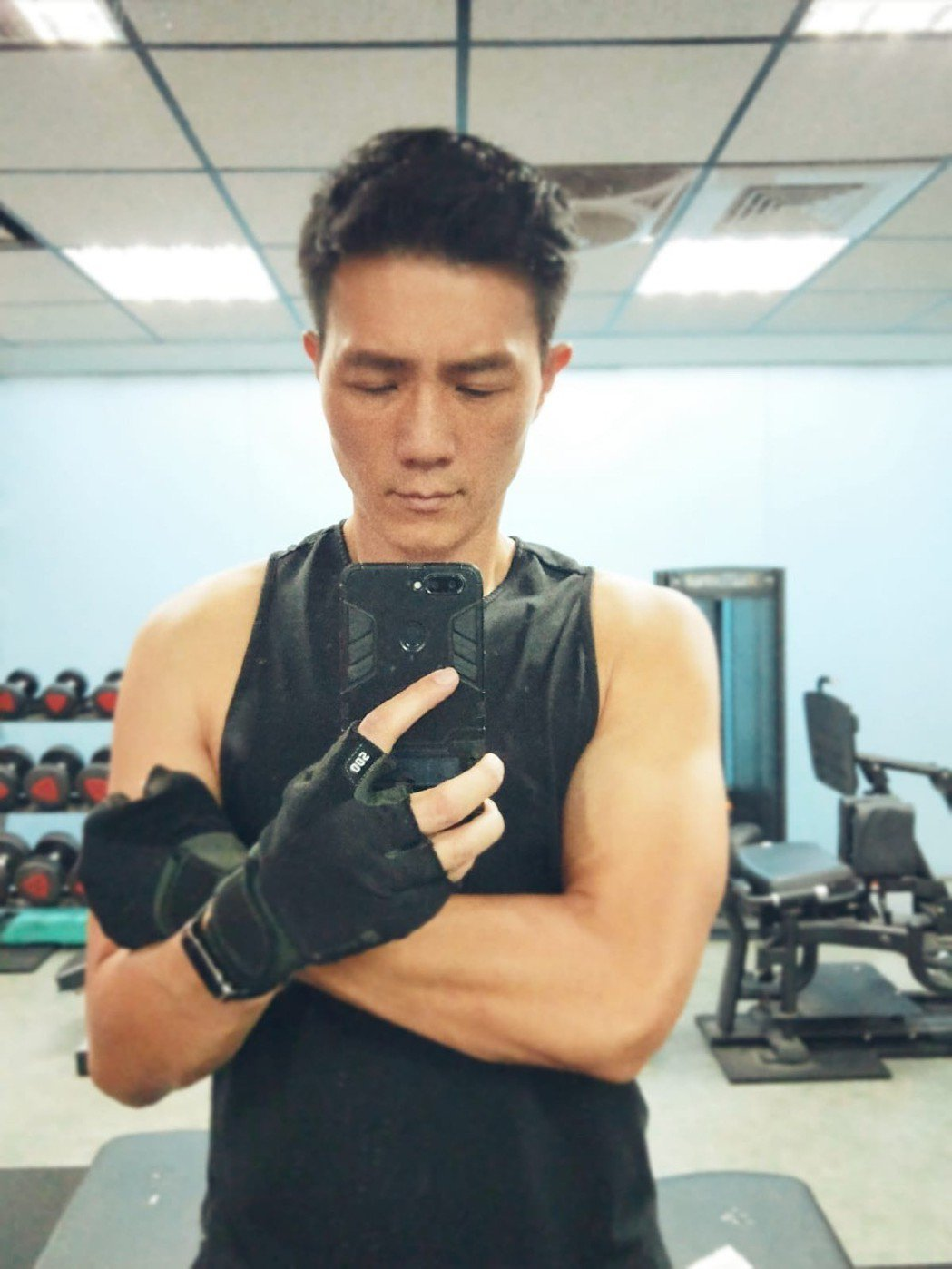 47歲的蔣偉文偶爾做重量訓練,但平時是在家裡用伏地挺身健身。圖/蔣偉文提供