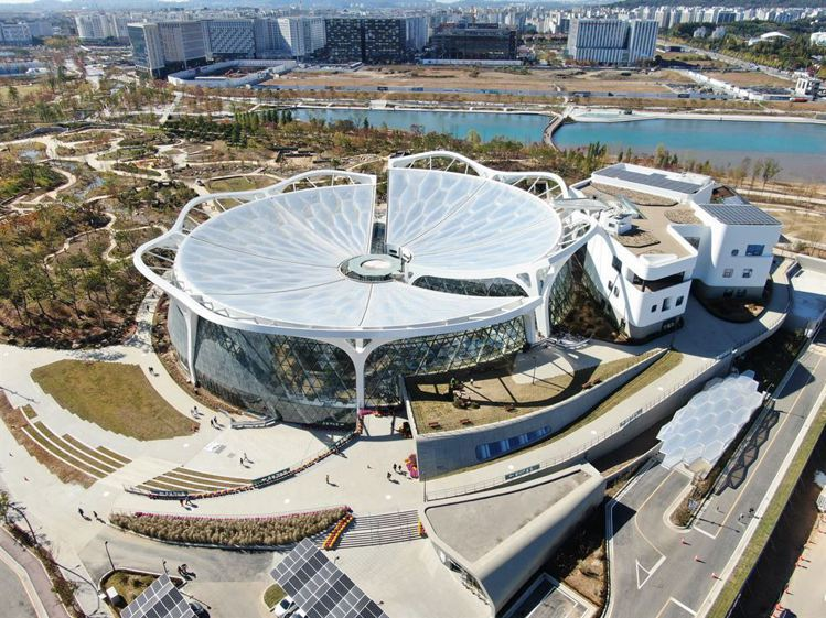 包含溫室以及文化教育空間的植物文化中心。圖/擷取自首爾市政府官網