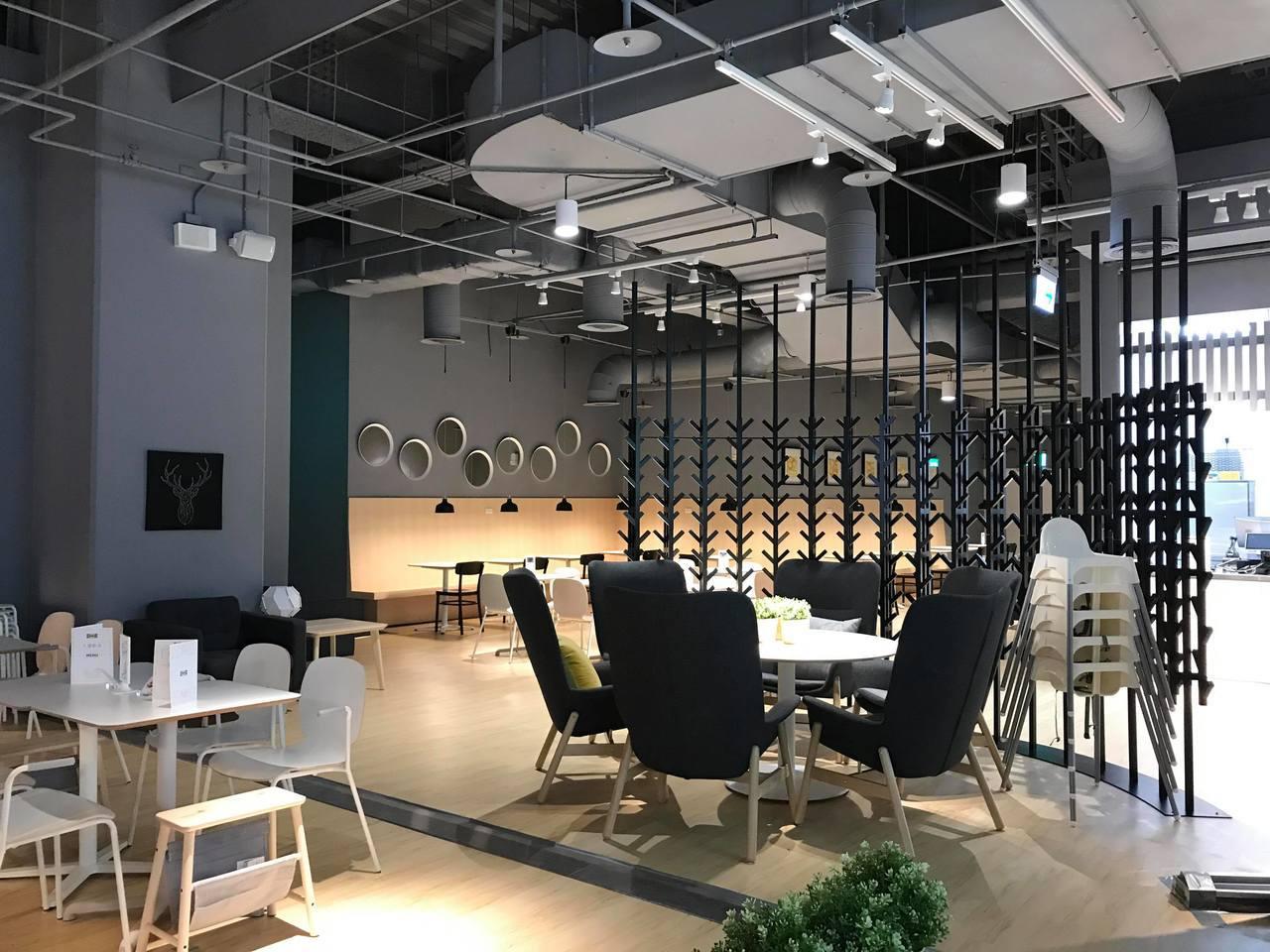 IKEA新店店擁有北台灣首間IKEA cafe,共有165個座位,早上7點開始營...