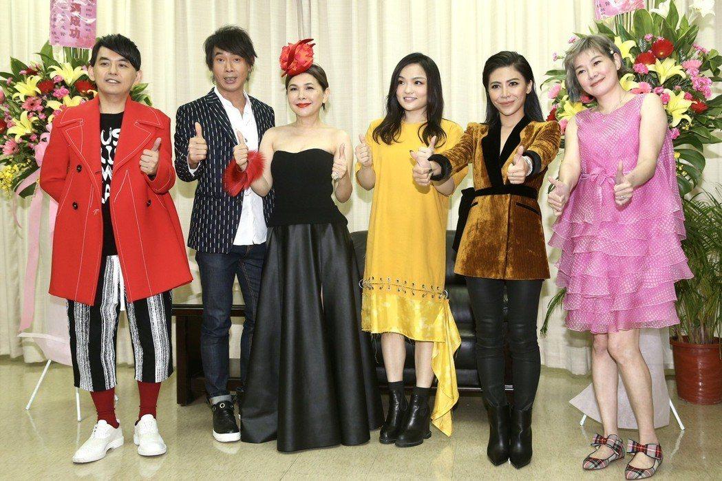 左起黃子佼、黃品源、張清芳、徐佳瑩、艾怡良、Vicky。記者林伯東/攝影