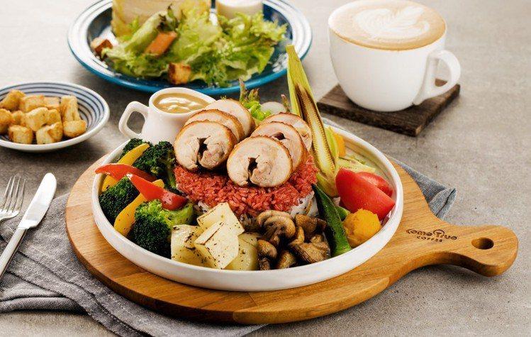 SOGO復興館9樓,成真咖啡朝日田園雞肉捲彩虹飯,售價298元。圖/SOGO提供