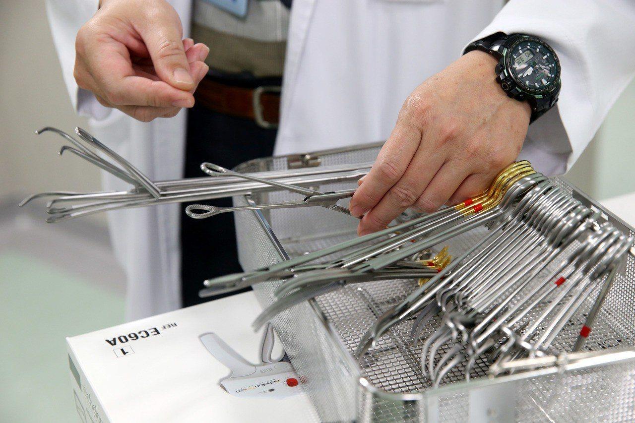 圖為可重覆使用的手術器械。記者邱德祥/攝影