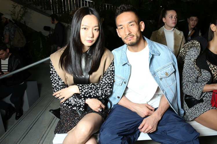 裴斗娜和中田英壽在秀上合影。圖/LV提供