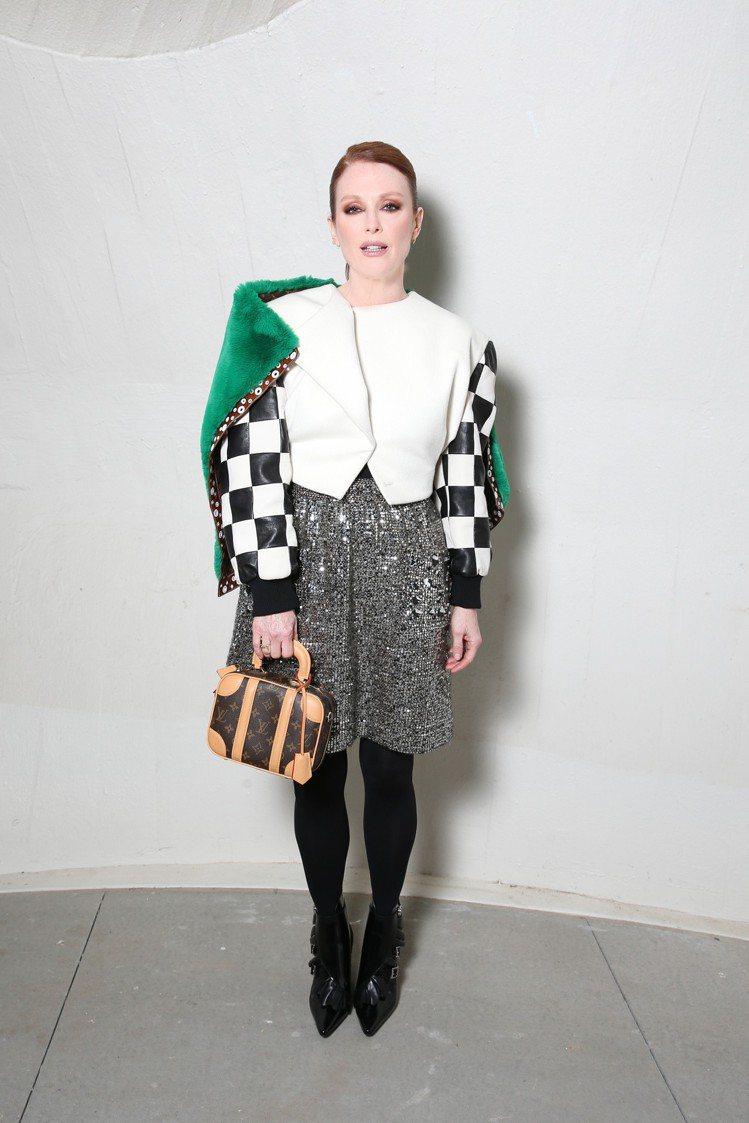 茱莉安摩爾的穿搭相當別緻,令人眼睛一亮。圖/LV提供