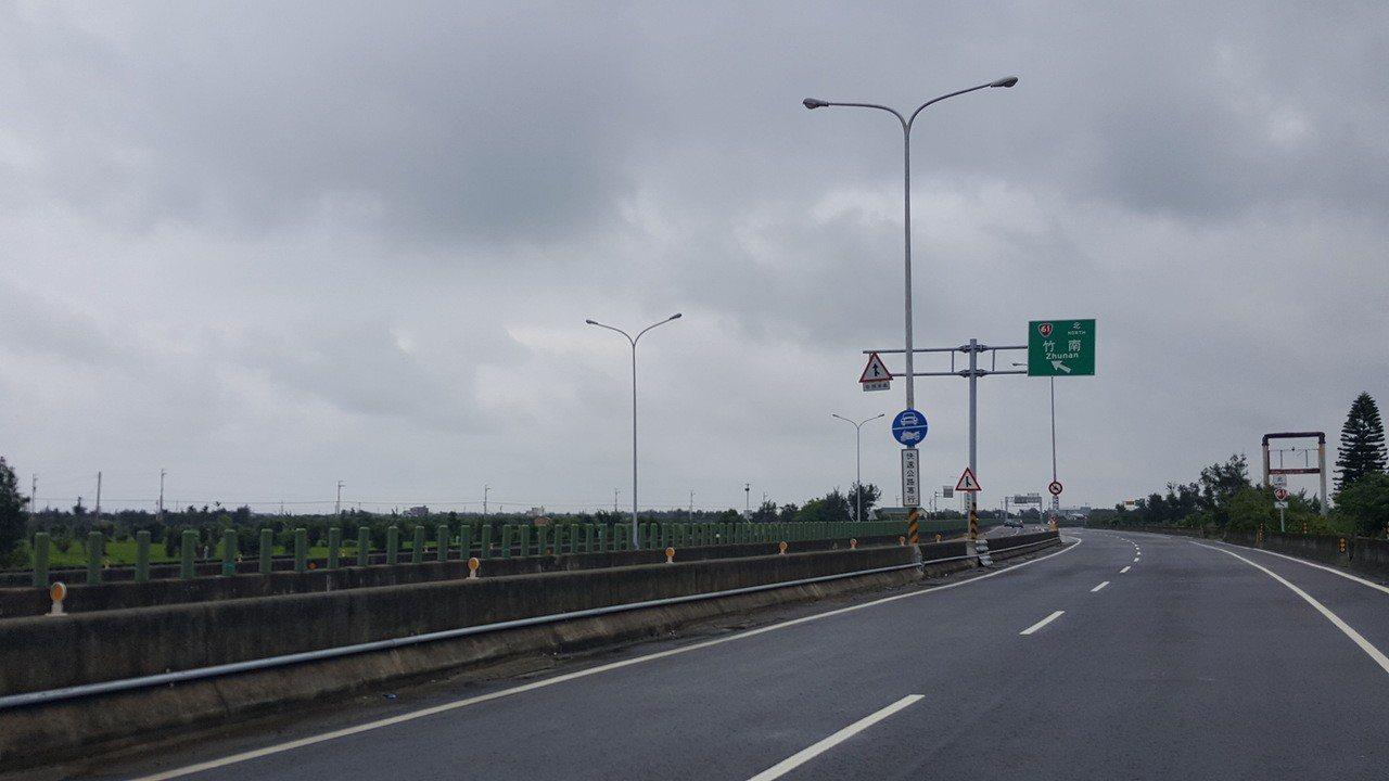 台61線西濱快速公路苗栗縣後龍路段,目前路線無法與台72線東西向快速公路直接銜接...