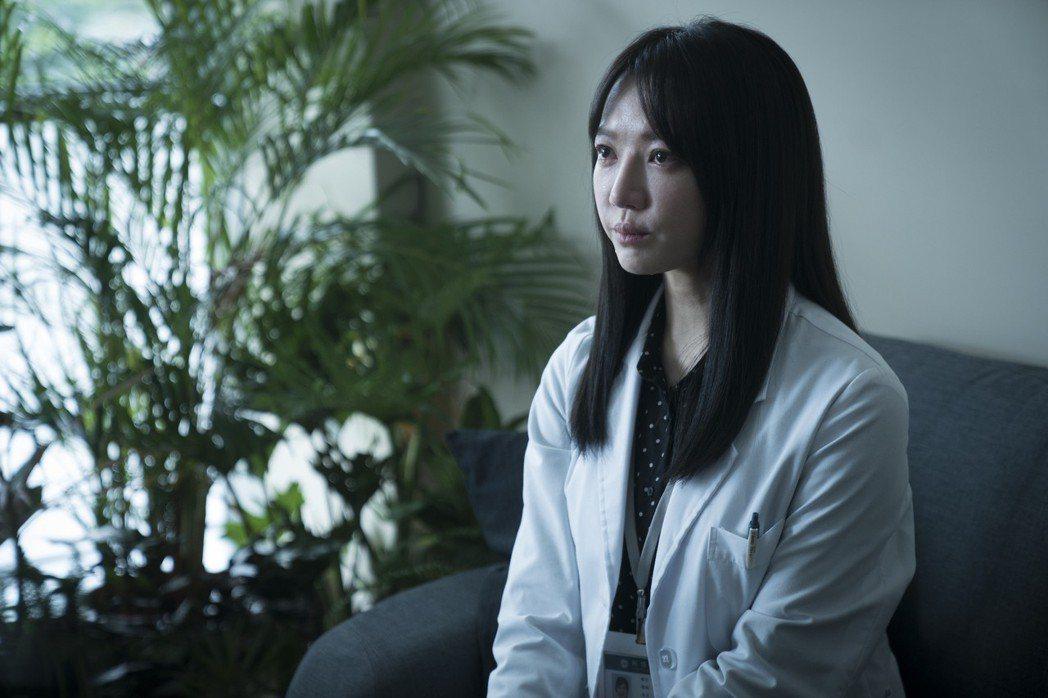 李杏演出「生死接線員」每天都很想哭。圖/friDay影音提供