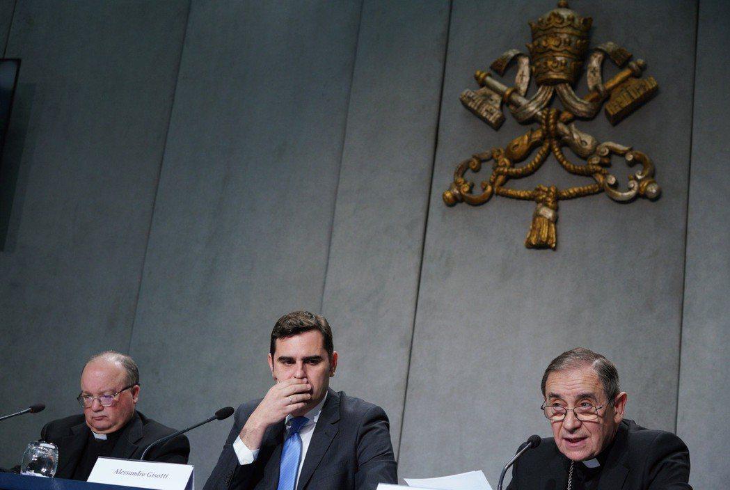 教廷高層9日舉行記者會,說明教宗新手諭的內容與意涵。美聯社
