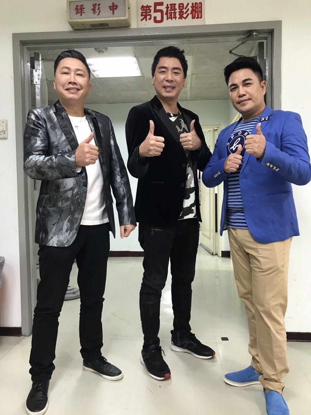 林智賢(右)是景行廳男孩中最晚脫單的一個,左為趙正平,中為梁赫群。本報資料照