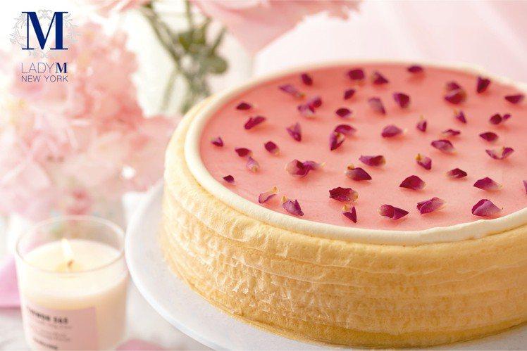 「玫瑰千層蛋糕」單片售價280元。圖/Lady M提供