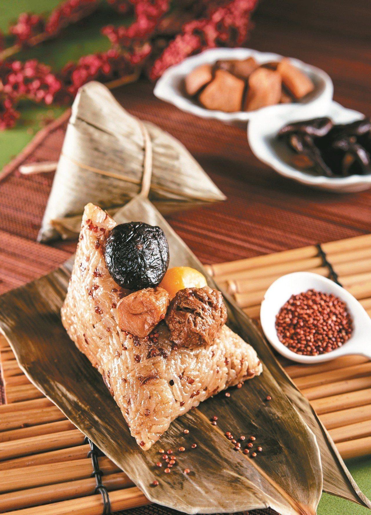 蛋奶素者可品嘗「紅藜杏鮑菇粽」,每顆特價75元。 圖/新東陽提供