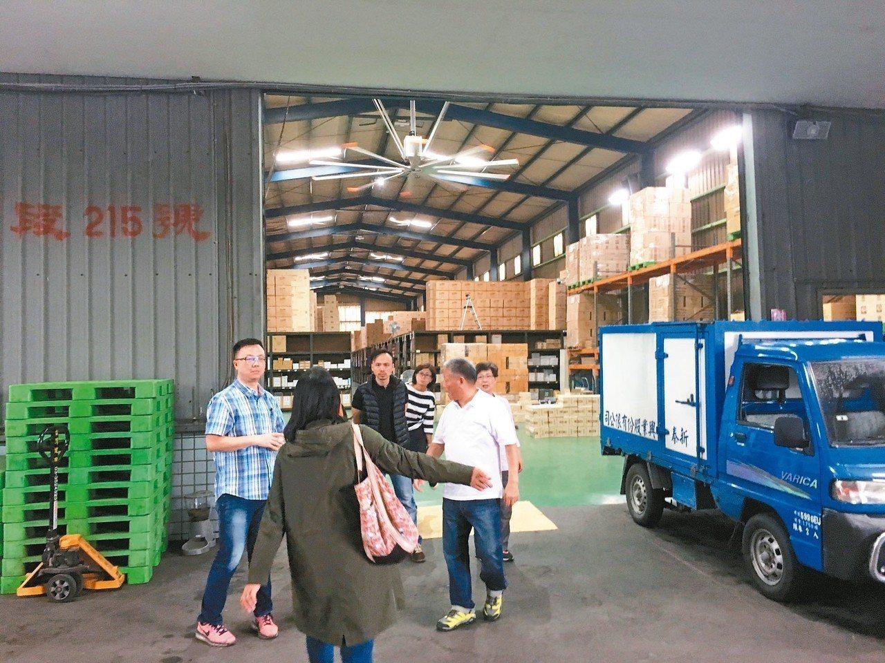 台北市議會昨視察社子島,傳產業者當場反映,從未收到市府訪查,擔憂開發後將流離失所...