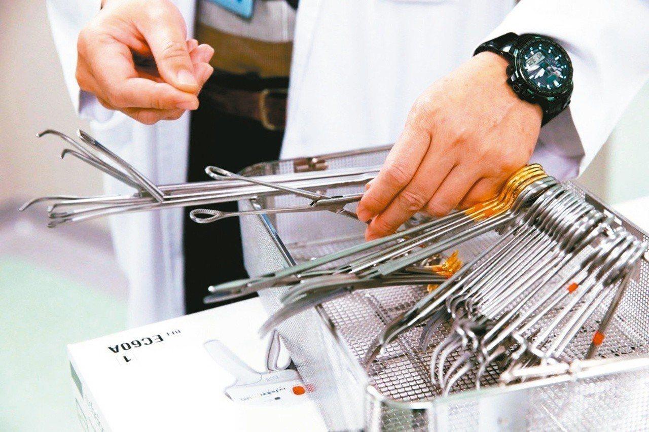有部分手術器械是可重複使用的。 記者邱德祥/攝影