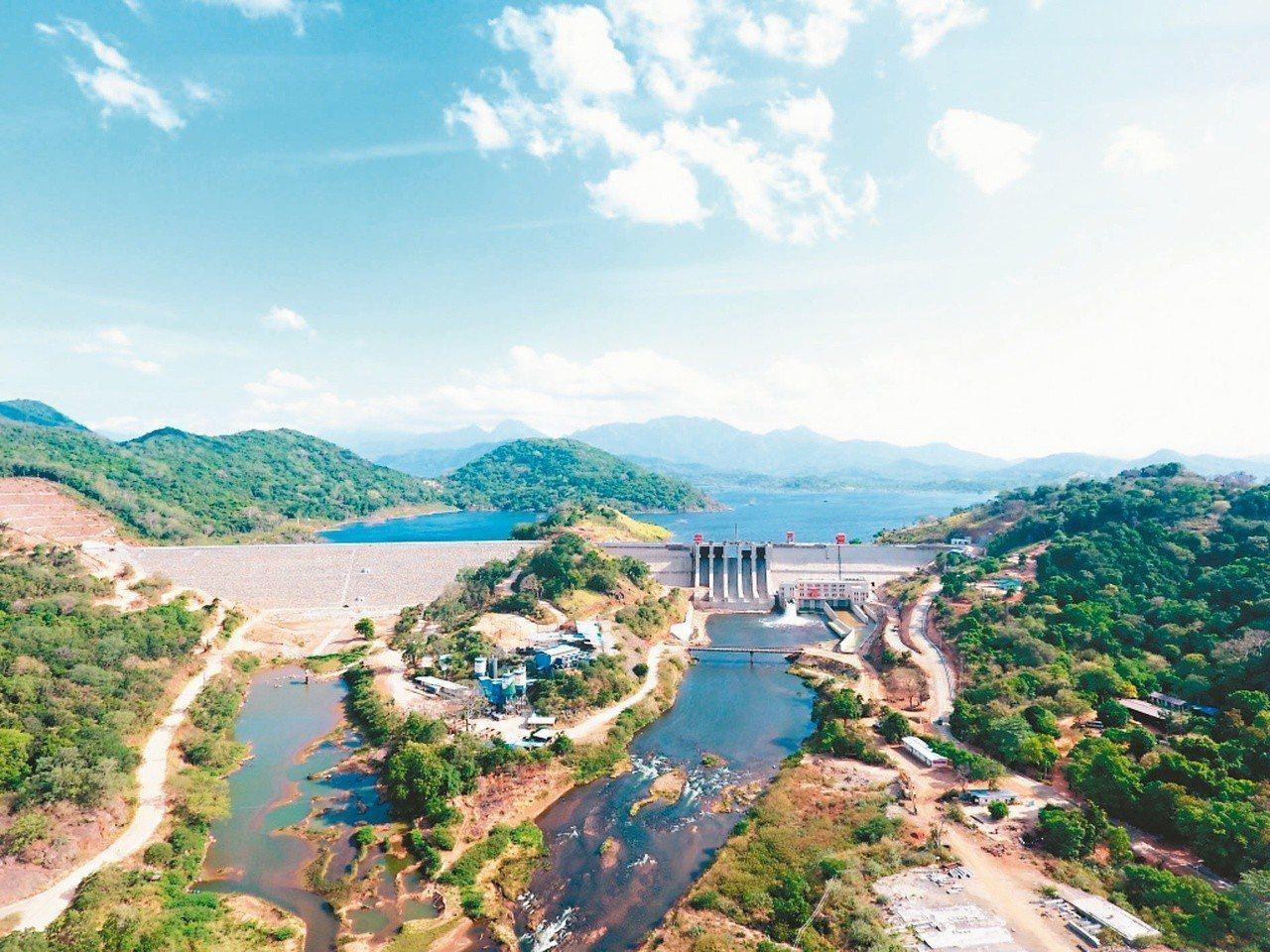 陸企援建斯里蘭卡的水庫等工程,被批評讓斯里蘭卡陷入債務危機。 (新華社)
