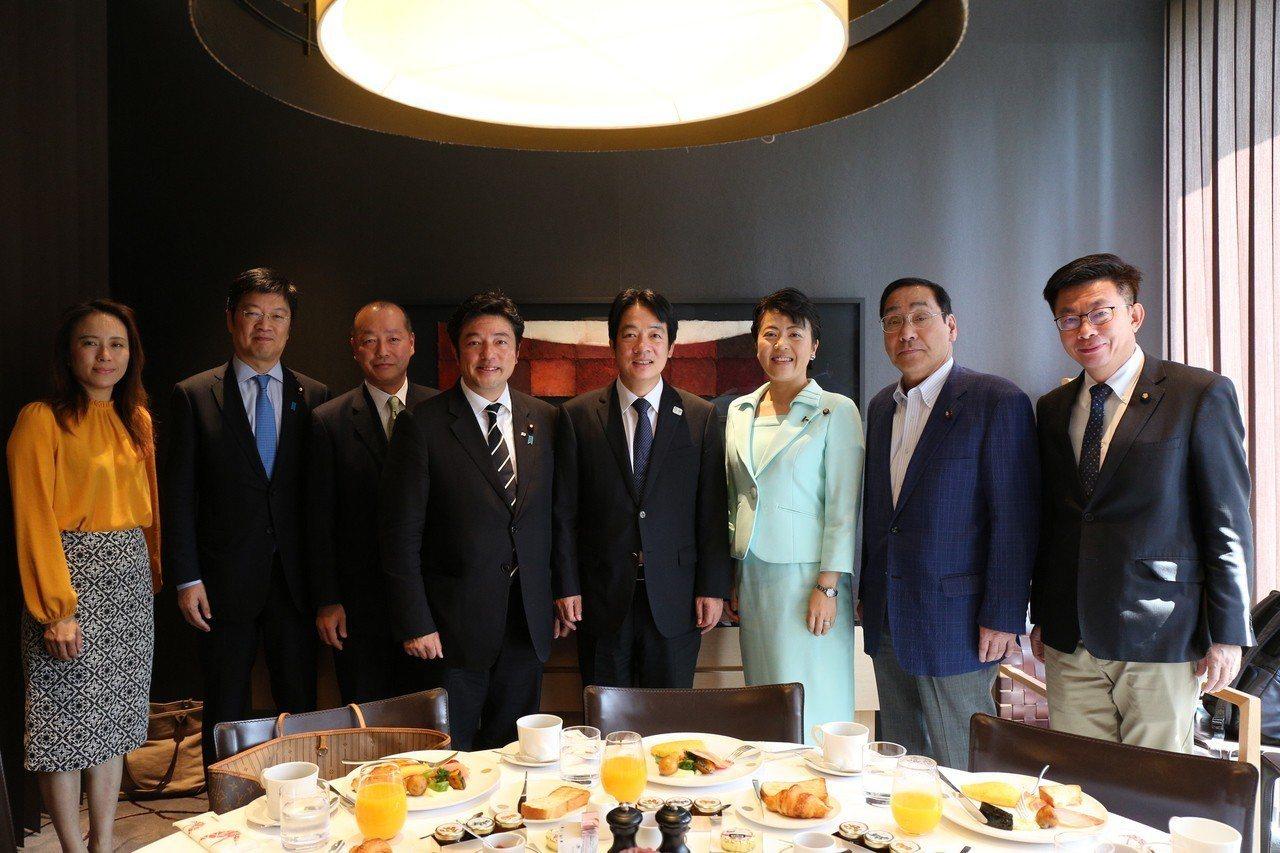 正在日本訪問的前行政院長賴清德上午與日本國會議員、友人餐敘,與會者包括前外務副大...