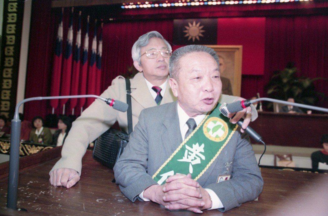 黃信介(前)1992年「元帥東征」參選花蓮縣立委。 圖/聯合報系資料照片