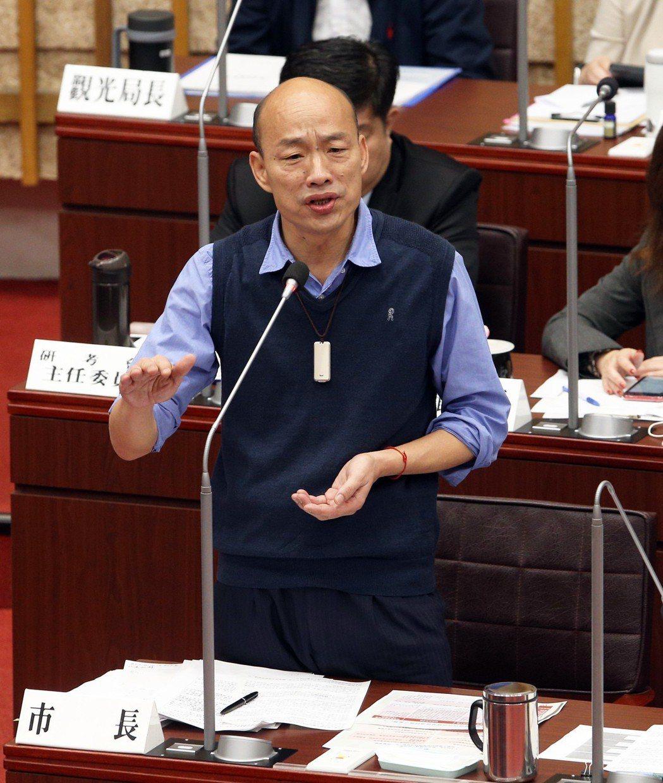 韓國瑜受訪時曾嗆「假韓粉」癟三、窩囊,在議會答詢時也表示,網軍激烈、不理性,甚至...