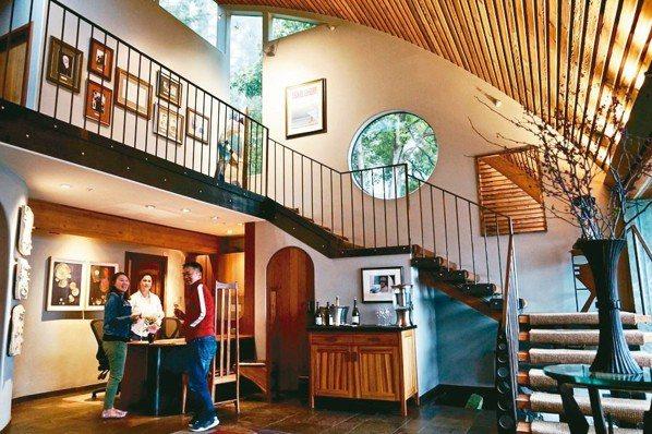 Post Ranch Inn非常重視環保,建材上運用大量的再生木材。 圖/游慧君...