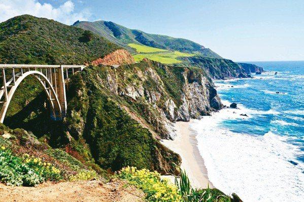 大蘇爾海岸,風景之秀麗,被認為是「地球上海水與陸地接觸最美的地方」。 圖/游慧君...