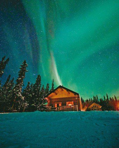 許多人抱著一場極光旅行夢,除了要遇見幸福,更希望能一睹神奇而壯觀的自然景象。 圖...