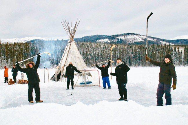 加拿大不愧是冬運大國,雪地裡不時可看到冰上曲棍球的影子。 圖/游慧君、樂遊人