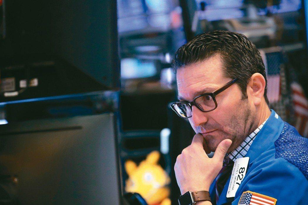 中美貿易戰持續,法人表示,醫療股相對抗震,仍看好生技基金後市。 路透