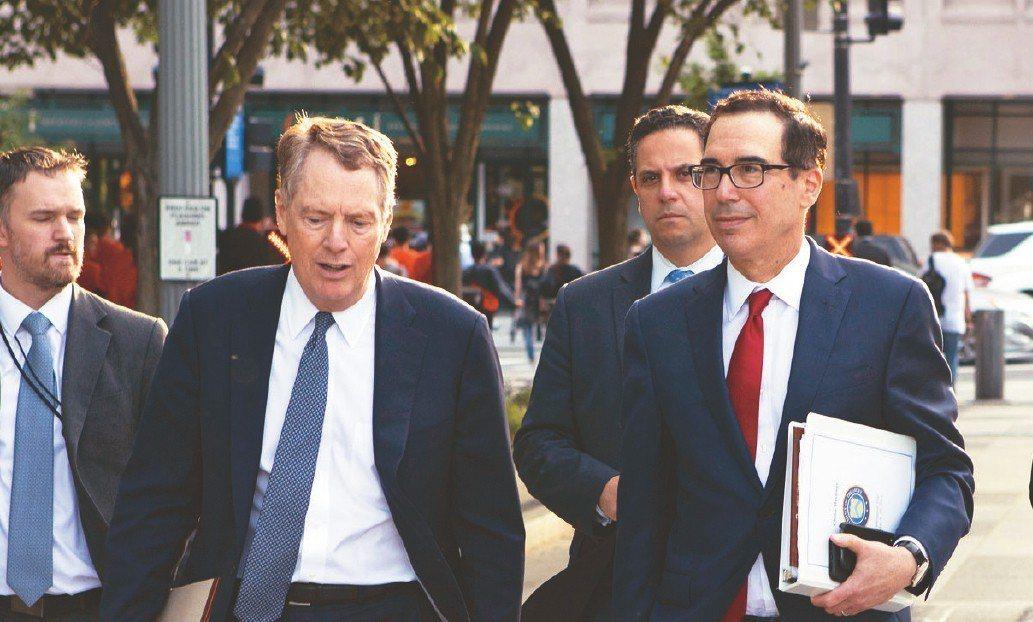 中國大陸國務院副總理劉鶴率領的中方代表團,與美國貿易代表賴海哲(左二)和財政部長...