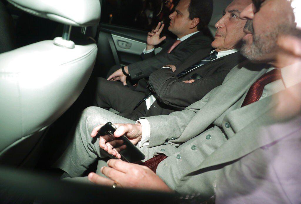 巴西前總統泰梅爾(中)再度被關押。 美聯社