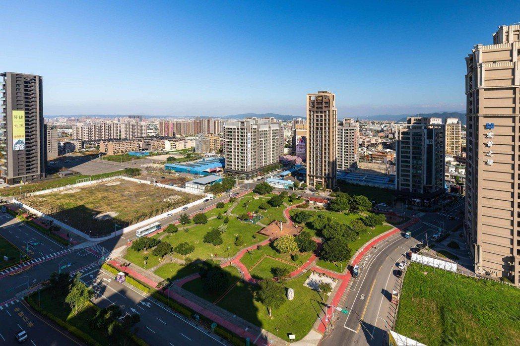 圖說:本案距3300坪建德公園僅150公尺,區位條件優異。