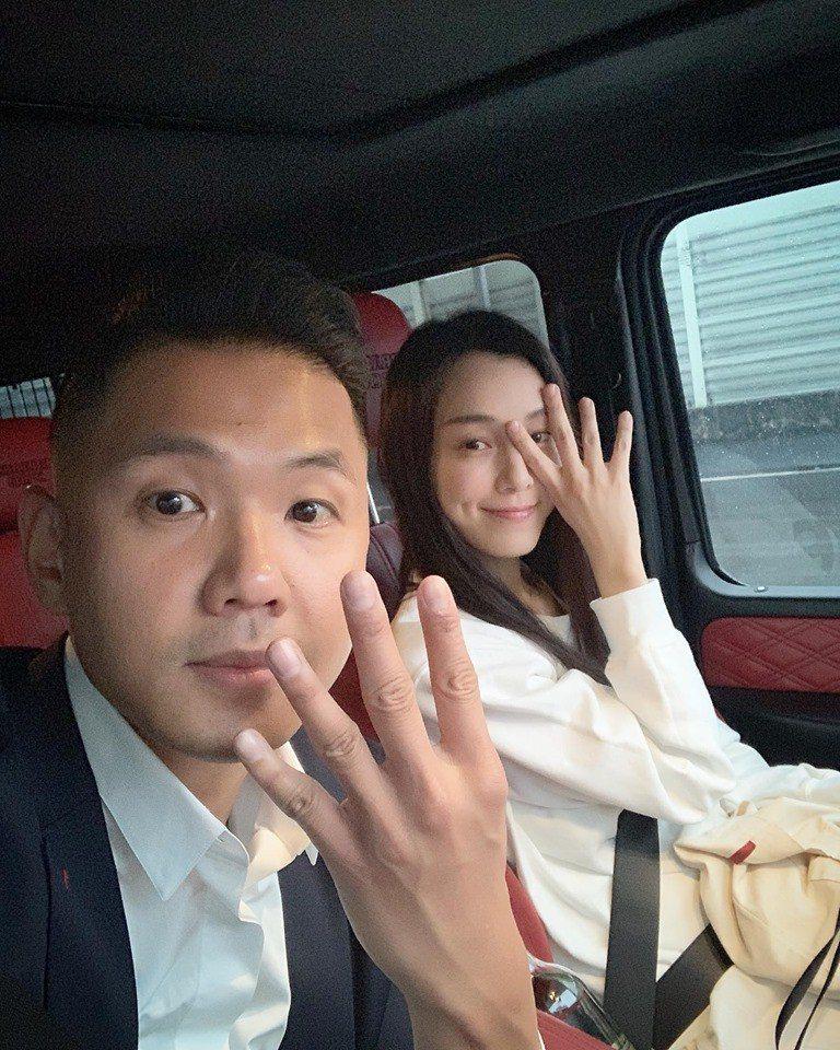 陳建州昨天在臉書放上與老婆范瑋琪的合照。圖/擷自臉書