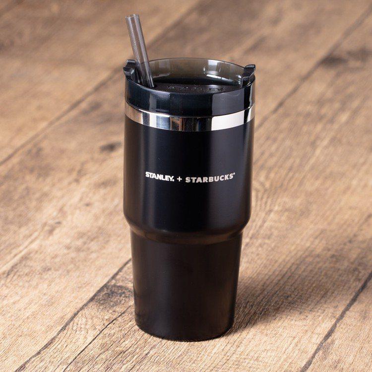 圖/20oz STANLEY + STARBUCKS®黑色冒險者不鏽鋼隨行杯。擷...