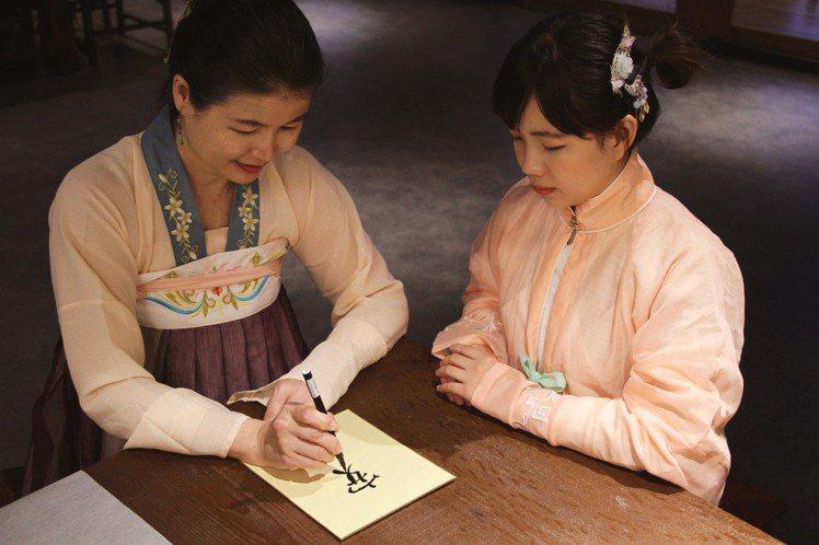 春水堂邀民眾穿古裝漢服cosplay拍美照。圖/春水堂 提供