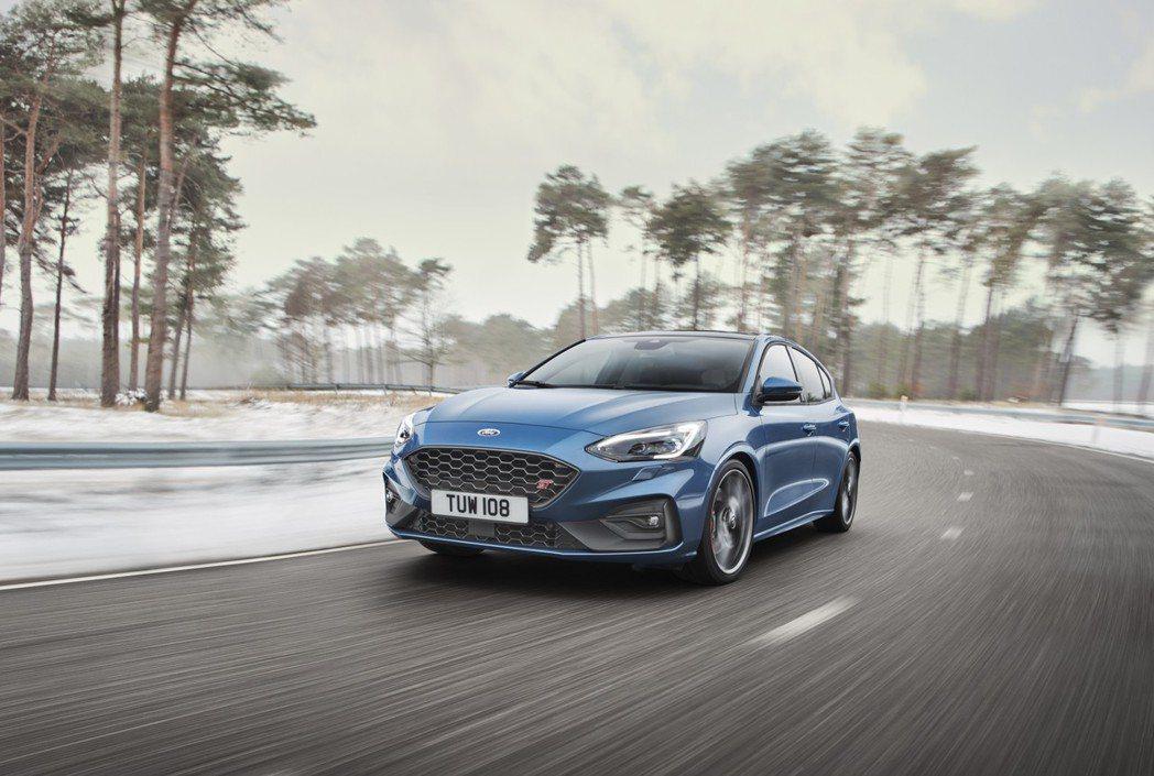 新世代Ford Focus ST在英國售價由柴油入門版車型的29,495英鎊起跳...