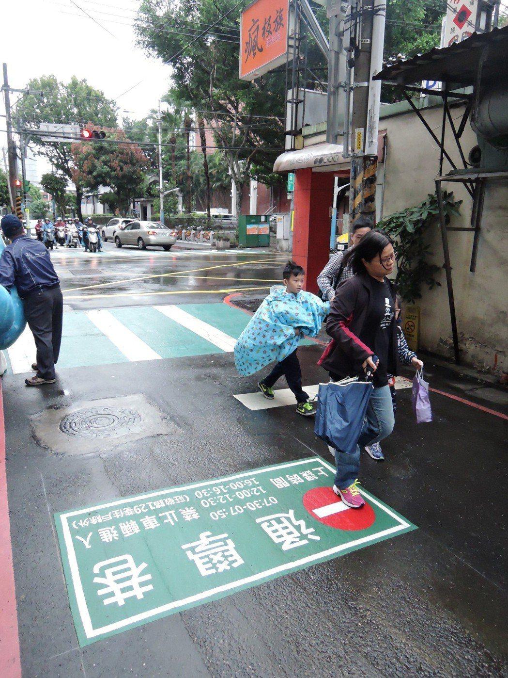 新北市交通局今年推動「通學巷2.0改善計畫」,預計今年要改善40所國小。圖/新北...