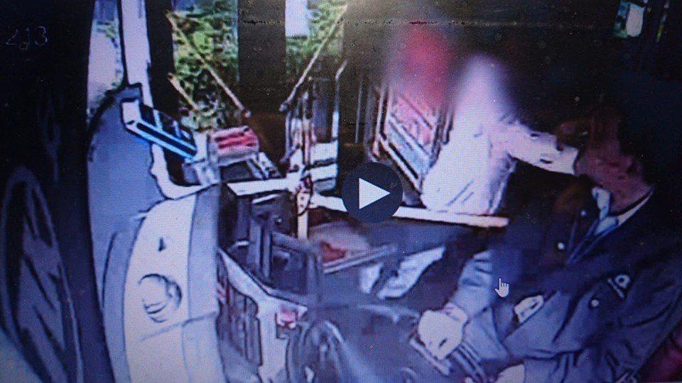 質疑被多收1元車資,女乘客打了公車司機一巴掌。圖:海口公交