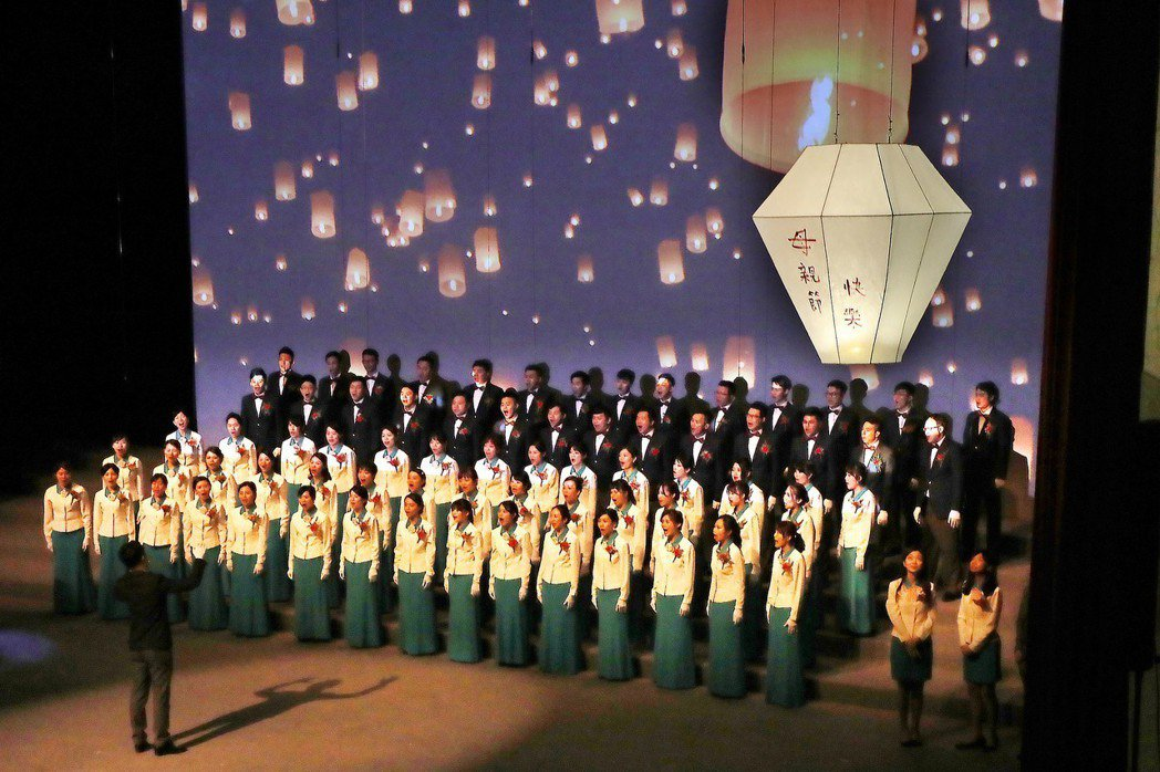 For Mother獻給母親的音樂會在花蓮縣文化局演藝廳登場 ,玉山合唱團用歌聲...