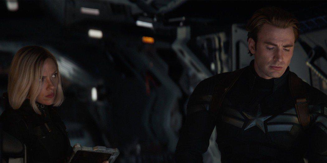 美國隊長、黑寡婦的友誼在「復仇者聯盟:終局之戰」表現得相當動人。圖/迪士尼提供