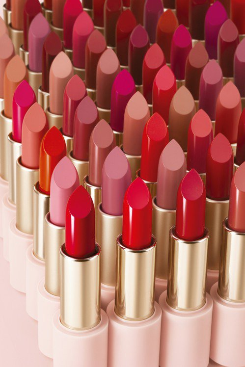 近日已在台上市的ETUDE HOUSE全新60支玩美色計唇膏,吸引不少小資女拿著...
