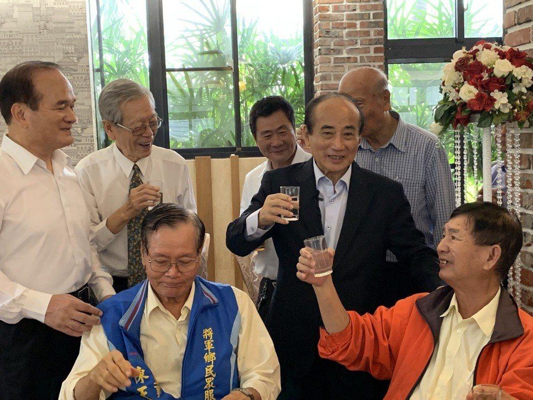 王金平今天中午出席大台南民眾服務社理事長暨常務監事聯席會。記者吳淑玲/攝影