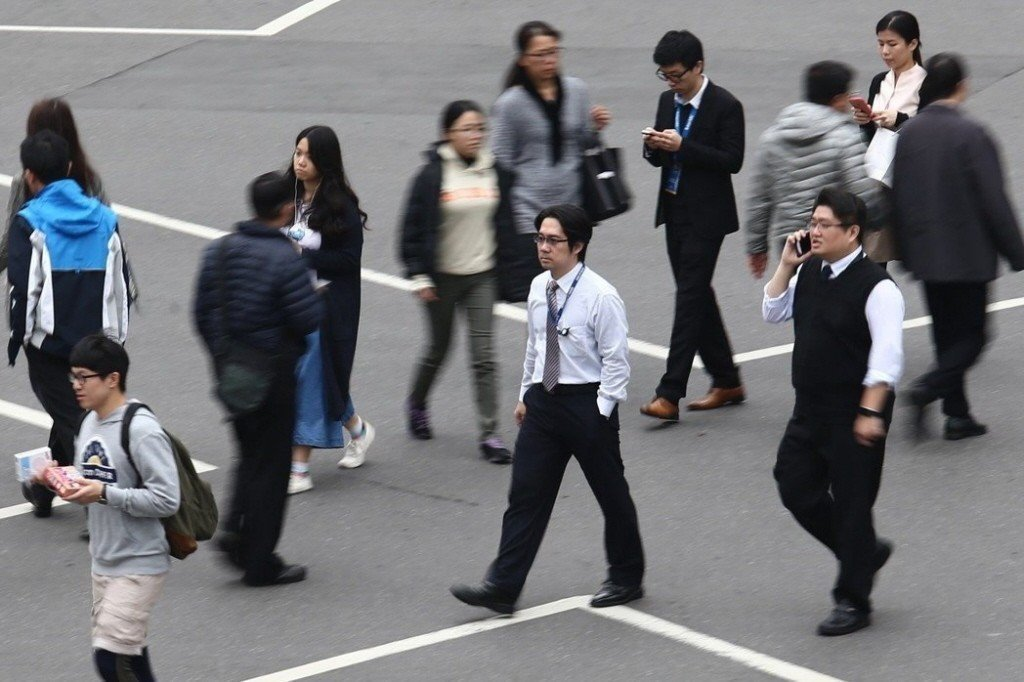 月薪15萬元的高薪白領主管將納入責任制,勞動部最快5月底公告。本報資料照片