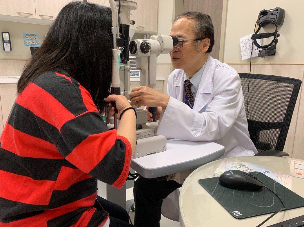中國醫藥大學新竹附設醫院眼科主任陳瑩山提醒,不同階段的婦女們,認識眼睛疾病更需要...