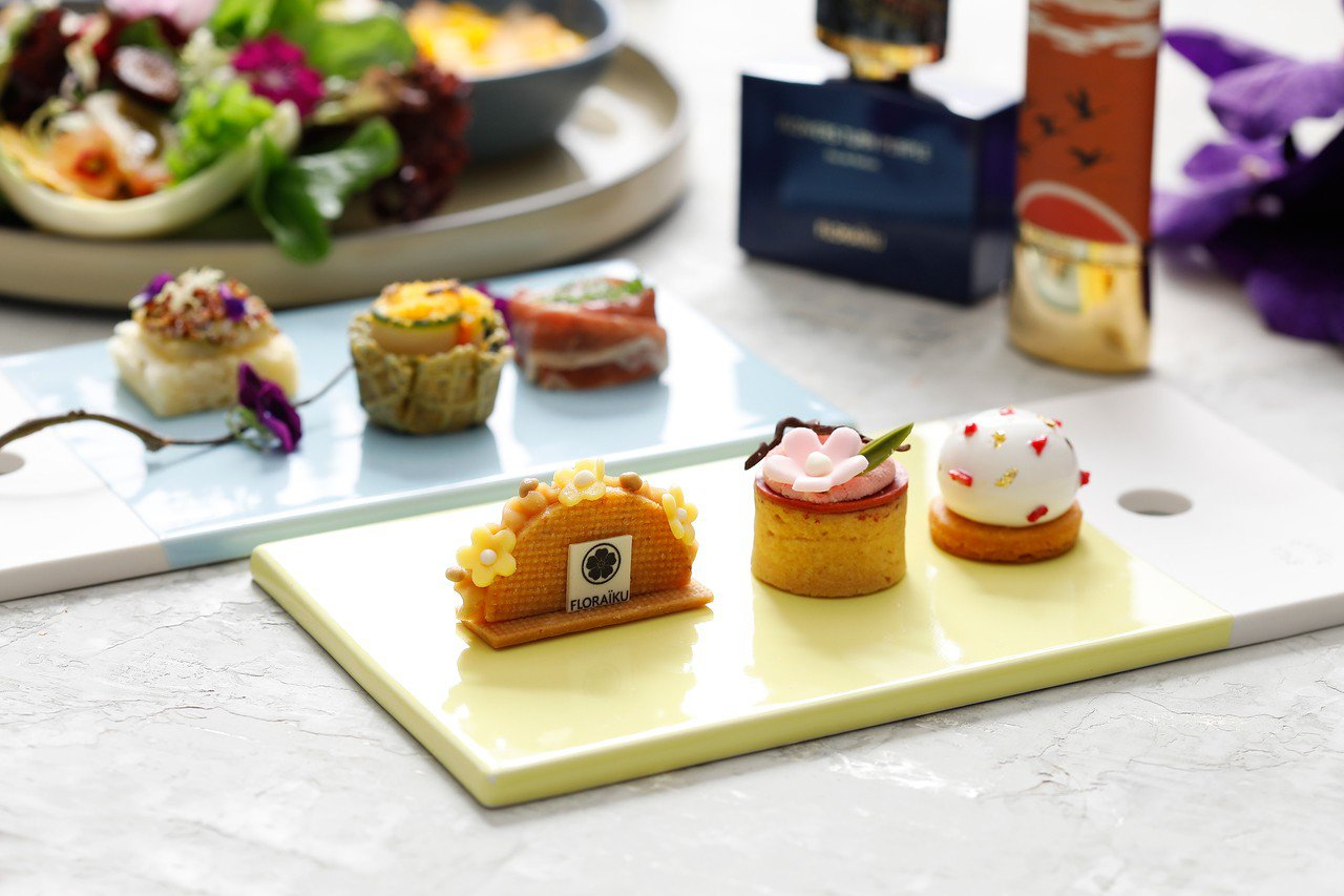 FLORAÏKU馥萊儷、台北君悅酒店茶苑「綺麗幻影」聯名午茶套餐的3款小品甜點。...