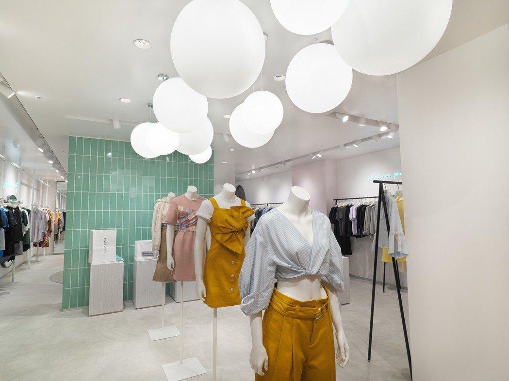 PortsPURE全台首家微風廣場店鋪以年輕、淡色調的風格打造。圖/微風精品提供