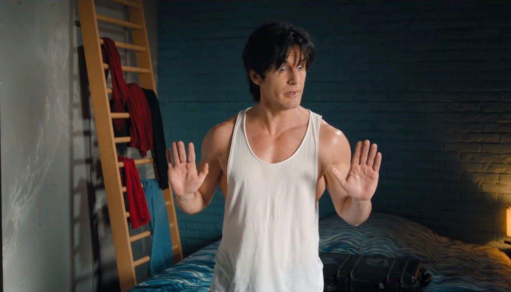 法國喜劇影帝菲力普拉紹為新片「城市獵人」練出一身肌肉。圖/Catchplay提供
