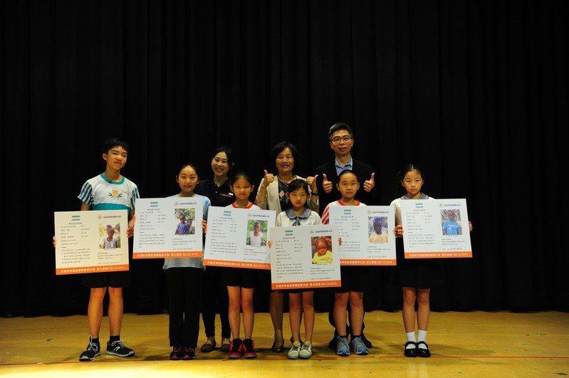 嘉義市崇文國小日前辦理公益惜物市集,義賣所得全數捐給台灣世界展望會幫助獅子山共和國兒童。圖/台灣世界展望會提供