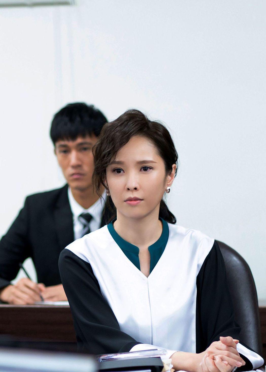 天心在「最佳利益」飾演王牌首席律師方箏。圖/中天提供